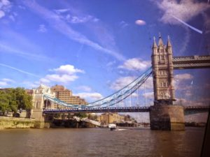 Passando pela Tower Bridge